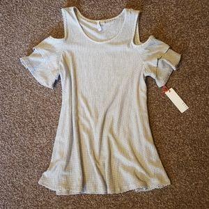 NWT Elle brand cold shoulder top